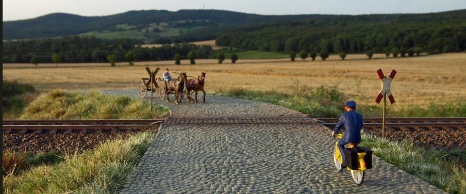 Bahnübergang mit Kopfsteinpflaster